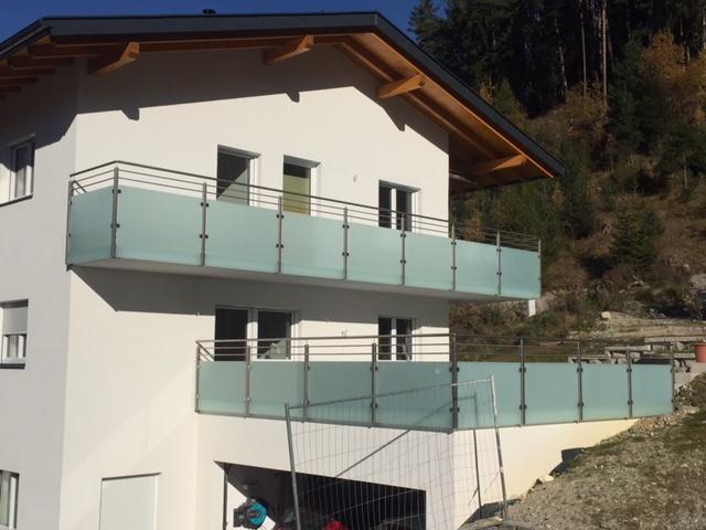 Geländer Balkon mit Satinat, Schlosserei Graßmair Rinn