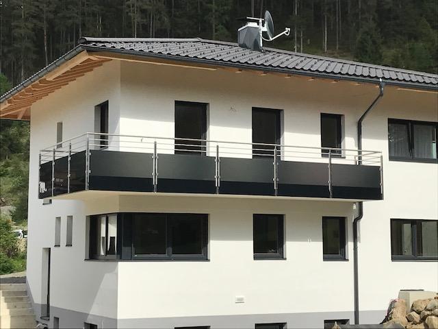 Balkon mit Antrazithglas, Schlosserei Graßmair Rinn