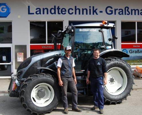 Übergabefoto Traktor Valtra