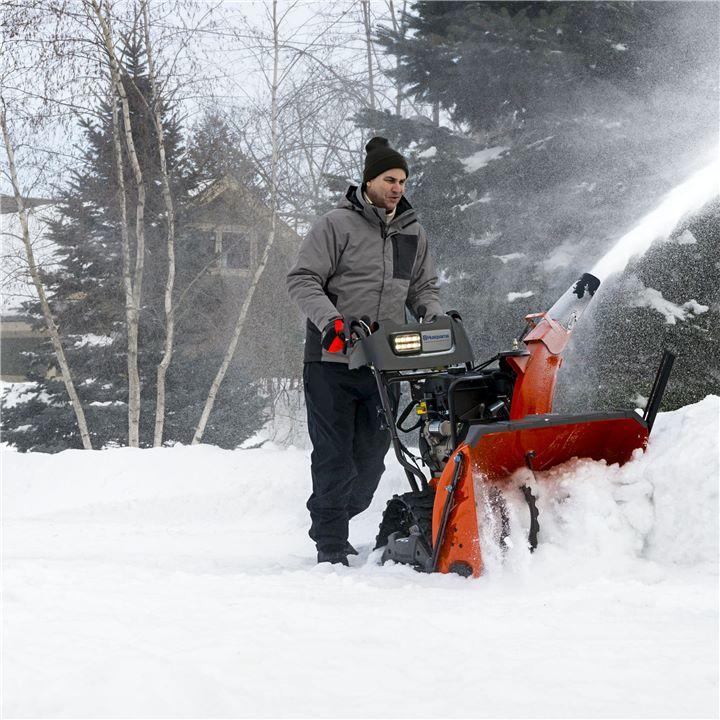 Husqvarna Schneefräse im Einsatz