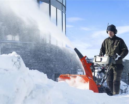 Schneeräumung mit der Husqvarna Schneefräse